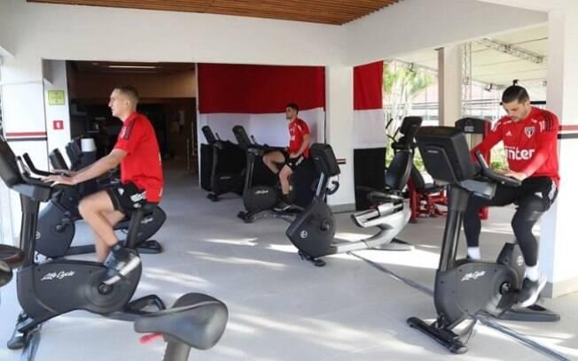 Jogadores do São Paulo realizam avaliação física