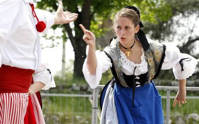 Apresentação de danças típicas podem ser vistas na Festa de Maio, em Nice