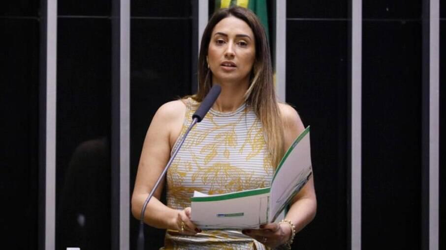 Ministra da Secretaria de Governo, Flávia Arruda