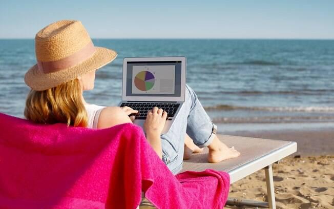 É possível ganhar dinheiro na praia com franquias que têm produtos e serviços amplamente consumidos no litoral