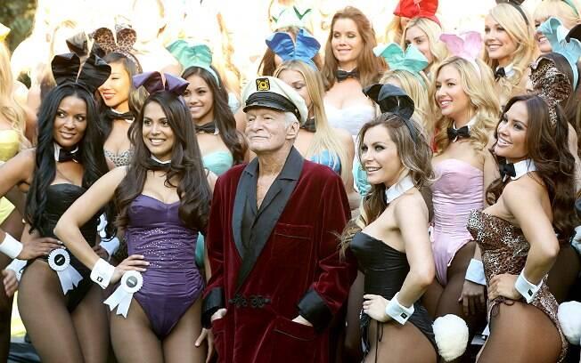 Hugh Hefner e as coelhinhas no aniversário de 60 anos de sua revista, em janeiro de 2014