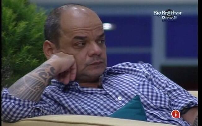 João Carvalho disputa a permanência no jogo com Laisa