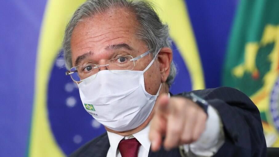 Guedes diz a Bolsonaro que a conta não fecha