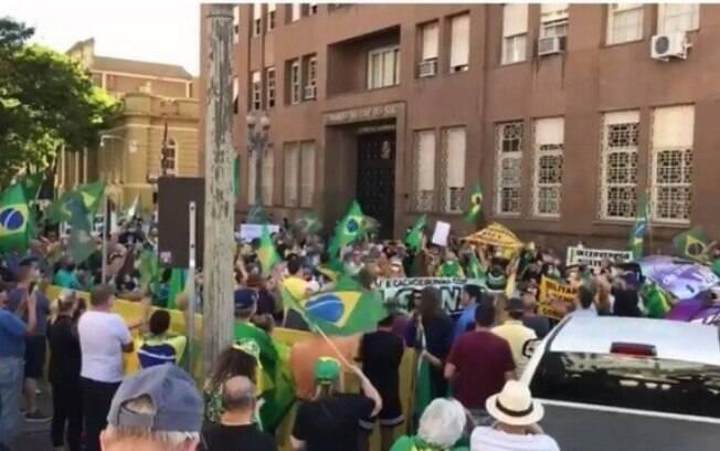 Protesto em prol de Bolsonaro, em Porto Alegre
