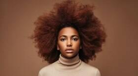 Expert indica 6 erros comuns nos cuidados com os cabelos crespos
