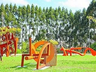 Para Laender, uma das vantagens do aço é poder criar para espaços abertos