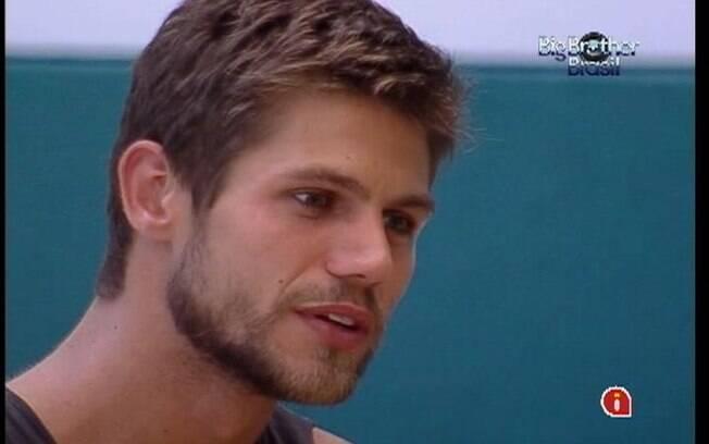 Jonas conversa com Laisa sobre relacionamento e família