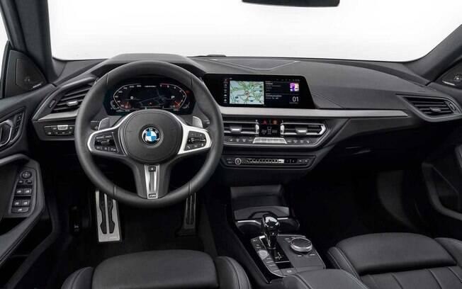 Interior traz as últimas tecnologias de conectividade, além de acabamento com materiais premium