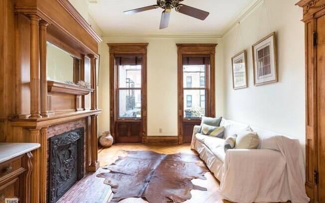 Apesar de ter sido renovada em 1994, a casa ainda conta com diversos elementos da época em que foi construída (1903)