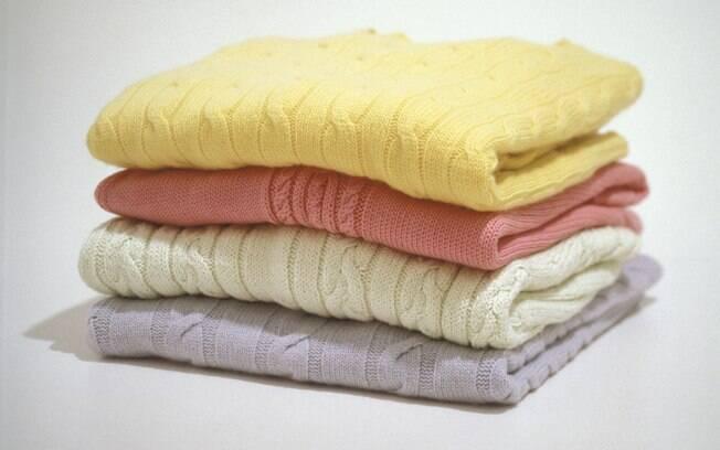 Roupas sem cheiro de mofo: aprenda os truques para evitar esse problema comum do inverno