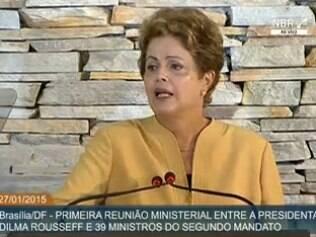 Dilma tem primeira reunião ministerial