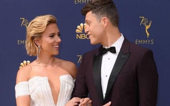 Scarlett Johansson e Colin Jost ficam noivos após dois anos de namoro