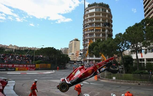 Os acidentes com Massa aconteceram após  perder o controle e bater no muro de proteção na  Saint-Dévote