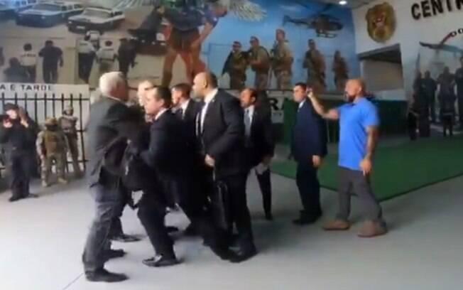 Major Olímpio tentou agredir João Doria, mas seguranças impediram