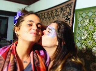 Mariana Malaguti Uchôa, de 26 anos, à esquerda, está desaparecida no Nepal