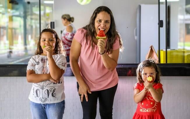 Antes da Snack Saudável, Larissa conta que ficava apenas durante a noite com as filhas pequenas