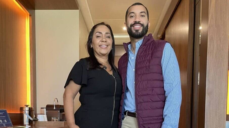 Gil do Vigor faz homenagem a Jacira Santanna, sua mãe, no Dia dos Pais