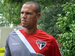 Luis Fabiano sofreu novo estiramento na coxa direita e fica fora das próximas rodadas do Brasileirão