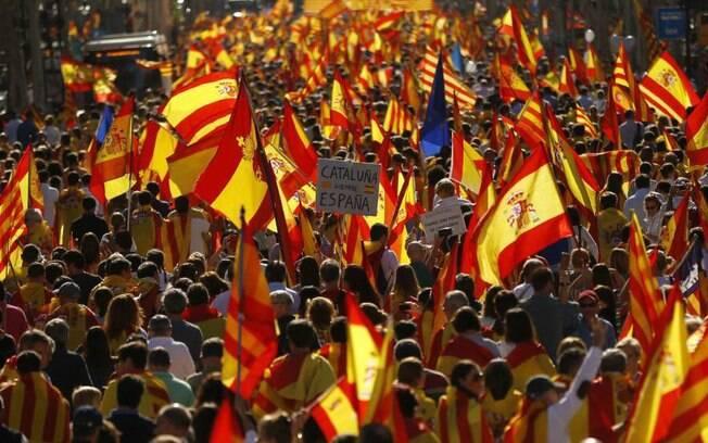 Crise na Catalunha se agravou quando o Parlamento catalão aprovou uma resolução de independência da Espanha