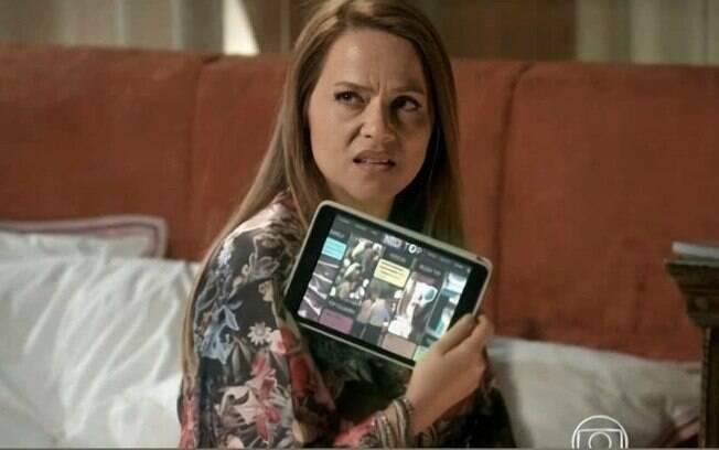 Lili expulsa Germano de casa, e acusa o marido de tê-la traído com Carolina