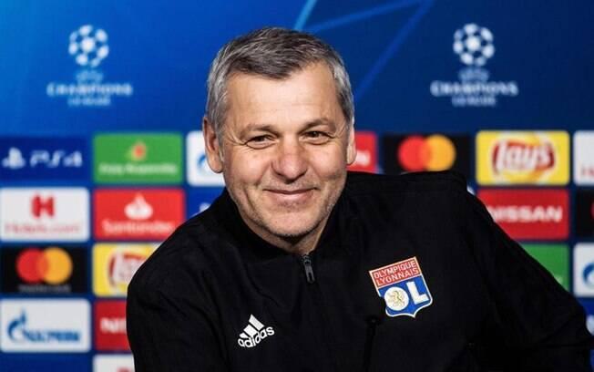 Bruno Genesio, treinador do Lyon, falou sobre a partida contra o Barcelona pelas oitavas de final da Liga dos Campeões