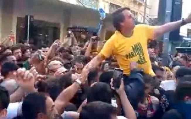 Facada em Bolsonaro aconteceu em um evento público; a cena foi gravada por apoiadores do então presidenciável