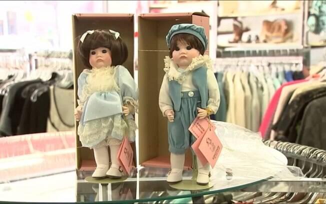 Os funcionários do brechó logo tentaram entrar em contato com o responsável pela doação da coleção de bonecas