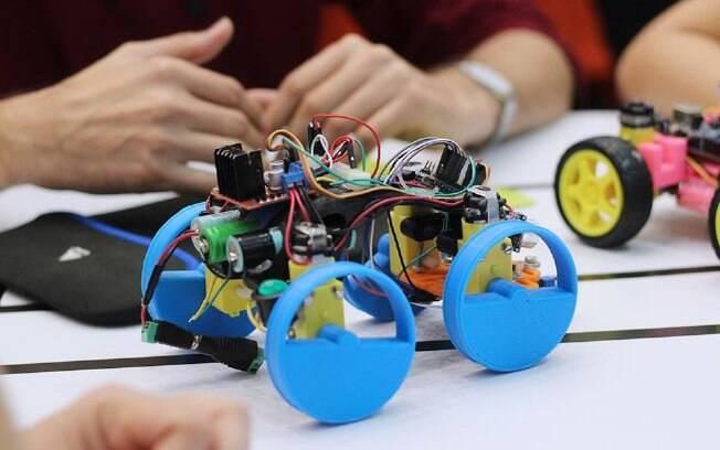 Segundo fundador da empresa, crianças já conseguem montar robô com um ano de aulas