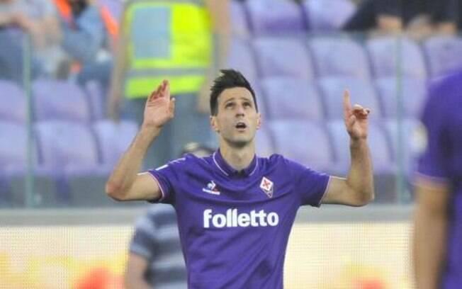 O atacante croata Nikola Kalinic, ex-Fiorentina, é o novo reforço do Milan