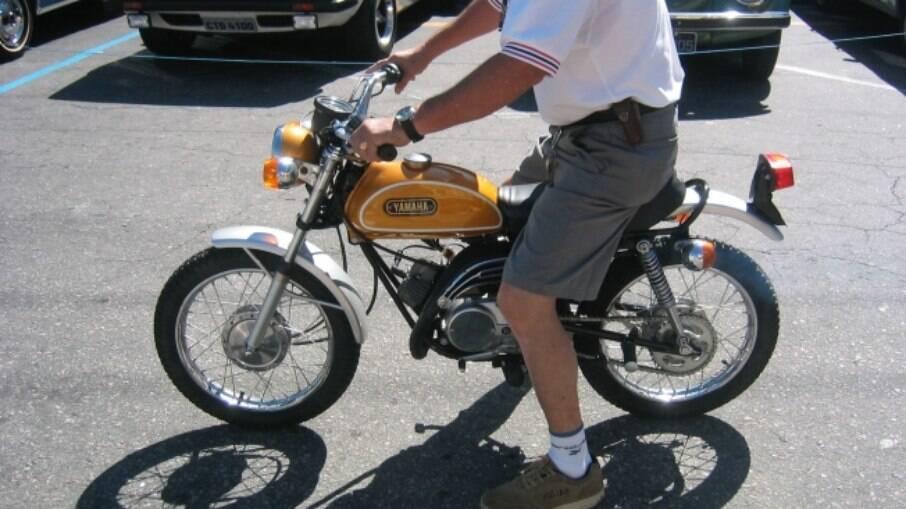 A primeira Yamaha Mini Enduro, a FT-1, tinha o carburador embutido