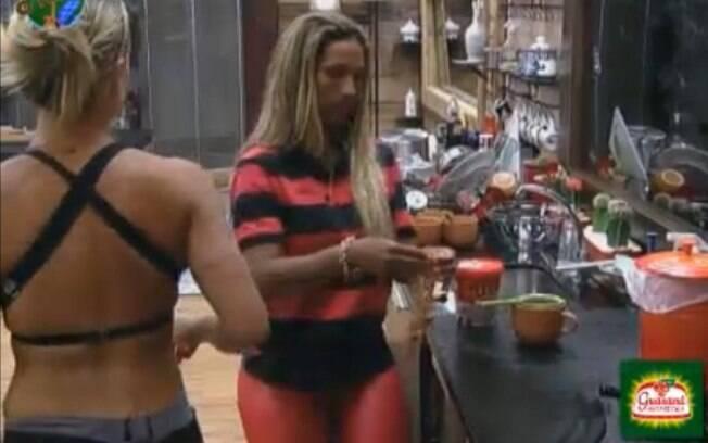 Joana conta para Valesca que está torcendo por ela