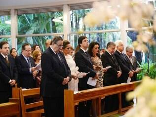 Na missa desta sexta-feira (4), Ao governador estava acompanhado de sua esposa Célia Pinto Coelho, familiares e amigos