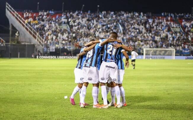 Grêmio bate Libertad por 3 a 0, no Paraguai, pelas oitavas da Libertadores