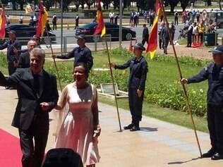 Novo governador chega ao Palácio do Buriti acompanhado da esposa, Márcia Rollemberg