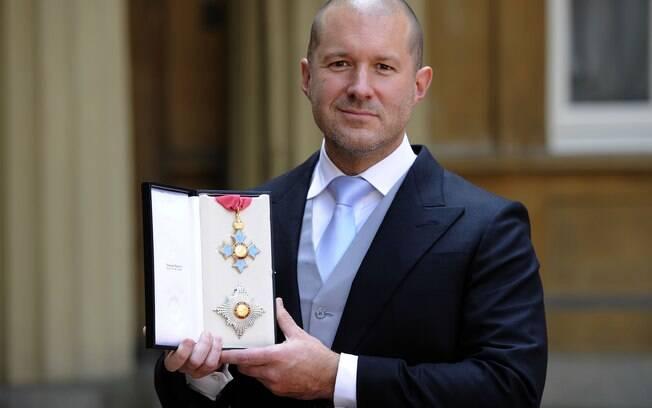 Jonathan Ive ganhou o título de Sir, no Reino Unido, por suas realizações à frente da Apple