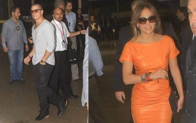 A cantora deixou o país com o namorado, Casper Smart, na noite dessa segunda-feira (26)