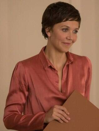 "Maggie Gyllenhaal em cena de ""The Honourable Woman"""