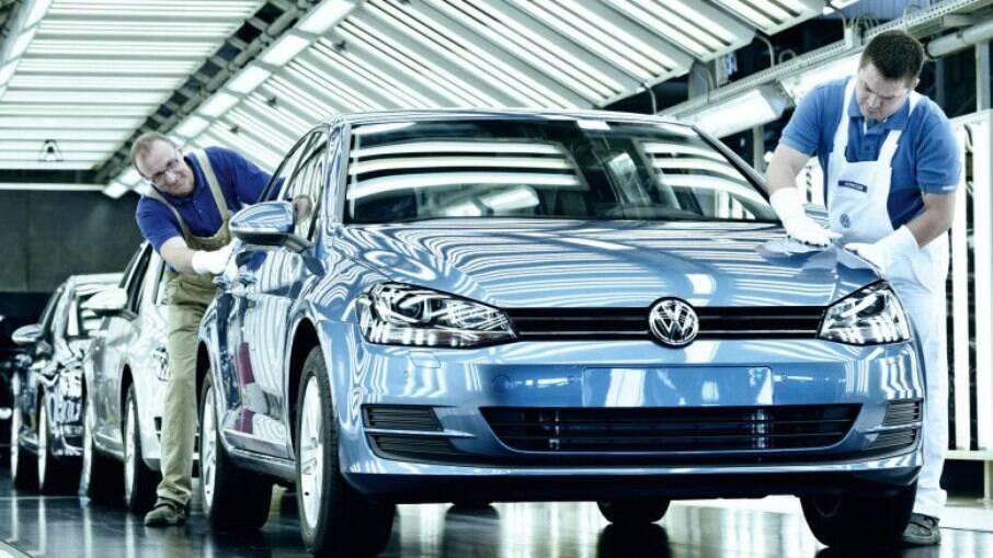 VW Golf deixa de ser fabricado no México, onde ainda são feitos os SUVs Taos e Tiguan, além do sedã Jetta