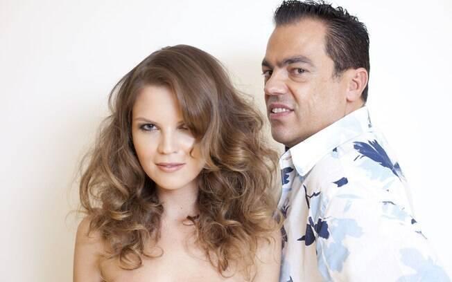 O expert Marco Antonio de Biaggi mostra como montar um cabelão com ondas soltas