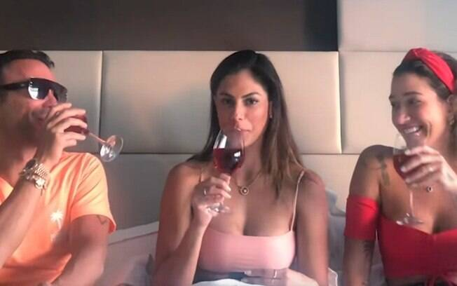 Gabriela Pugliesi, Mari Gonzalez e Matheus Mazzafera durante bate-papo em vídeo no Youtube