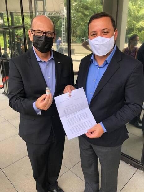 Rodrigo Neves assina memorando e conversa com o diretor do Butantan%2C Dimas Covas