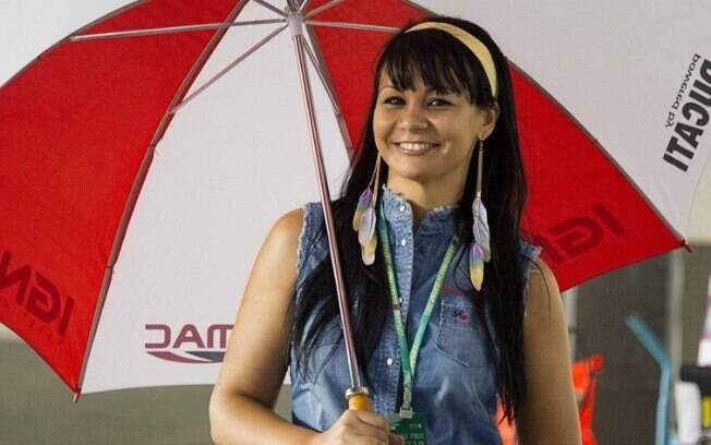 Grid Girl posa antes da largada para a etapa  da MotoGP em Doha, no Catar