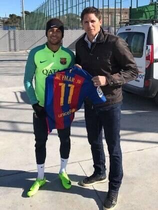 Edmílson também posou para foto com Neymar