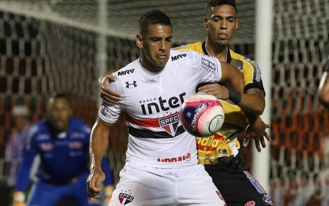 Diego Souza estreou pelo São Paulo de forma apagada