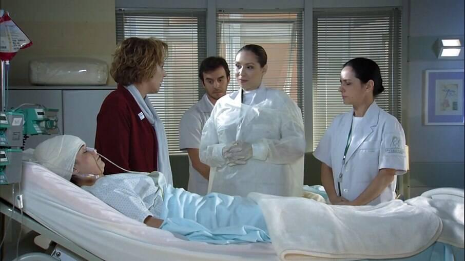 Eva não concorda com os cuidados de Ana no hospital