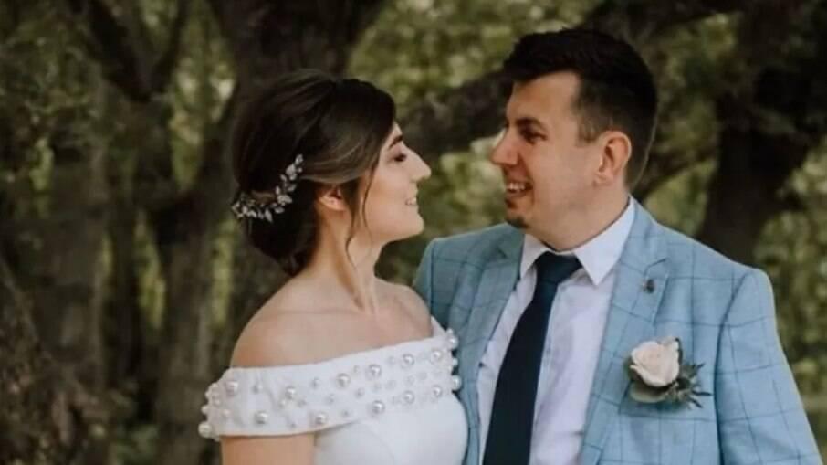 Lidiia Makarchuk, de 31 anos, ao lado do marido Norbert Varga, de 43 anos