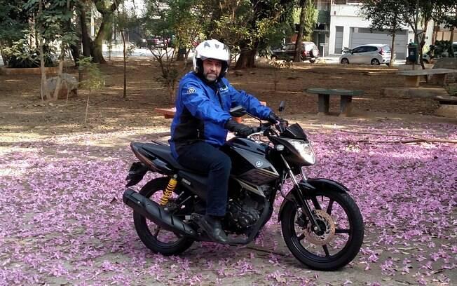 A Yamaha Fazer 150 tem visual arrojado, posição de pilotagem mais esportiva e detalhes estéticos que agradam