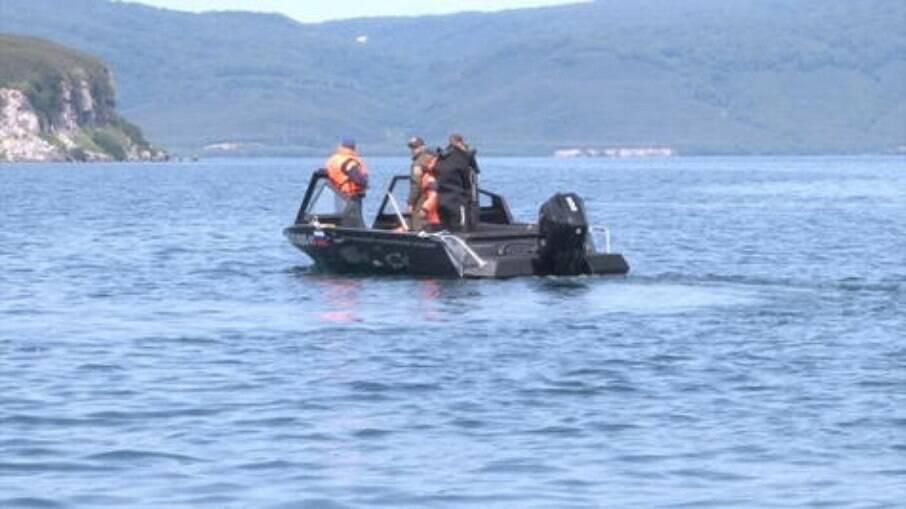 Buscas por possíveis sobreviventes continuam no lago Kuril