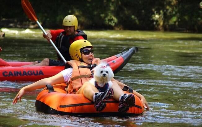 Passeio de rafting com cães