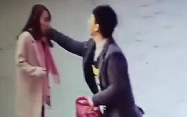 A Cliente Xiao Die recebeu mensagens de ameaça e foi agredida após reclamar de prazo de entrega de loja online chinesa